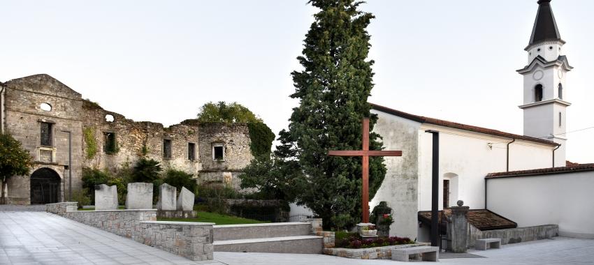 Plac in samostanska cerkev